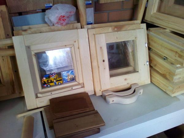 Окно деревянное зимнее, размер: 50*40 см