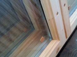 Деревянное окно со стеклопакетом 50*50