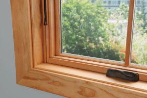 Окно деревянное с одинарным остеклением летнее 120х120см с переплетом Арка